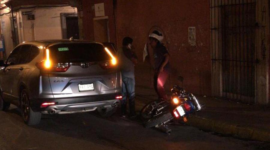 Motociclista choca  contra camioneta en centro histórico | El Imparcial de Oaxaca
