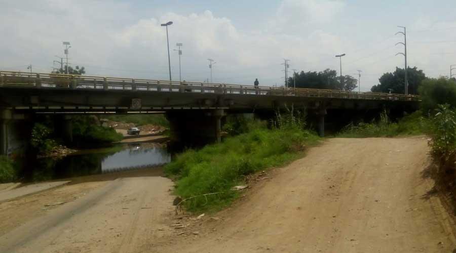Ante el mal estado de las carretera de Oaxaca, automovilistas temen ser asaltados