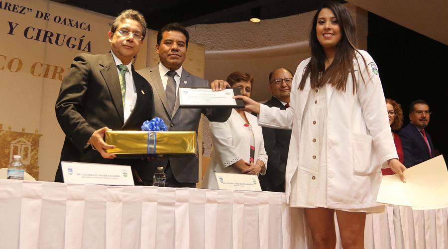 UABJO aporta una generación  más de profesionales en Medicina | El Imparcial de Oaxaca