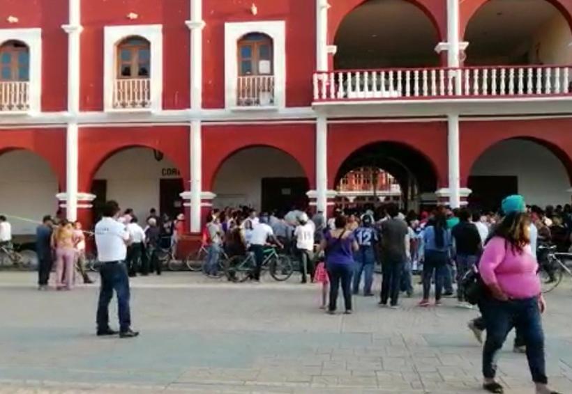 Toman regidores palacio municipal de la Villa de Zaachila, Oaxaca