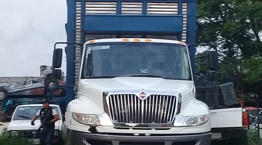 Recuperan camión robado en Ocotlán de Morelos