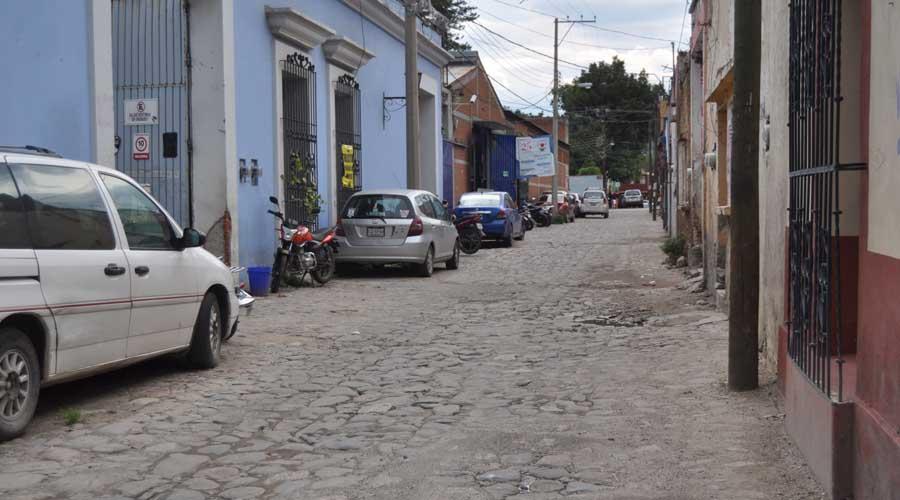 En el abandono, la calle Cosijoeza