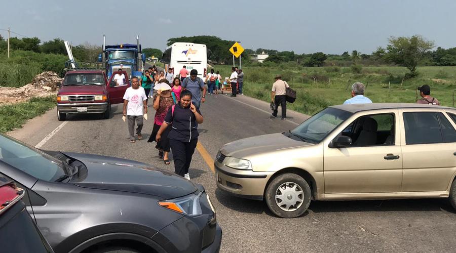 FUCO bloquea la carretera en Juchitán | El Imparcial de Oaxaca
