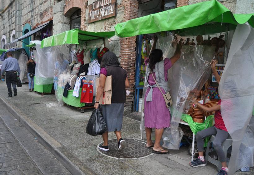 Por falta de oportunidades subsisten en el comercio informal
