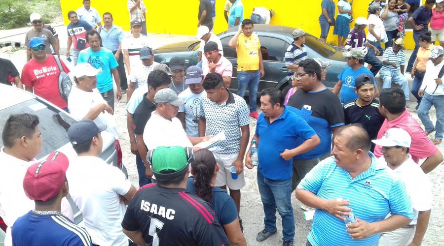 Habitantes de Salina Cruz se manifiestan en la PGR | El Imparcial de Oaxaca
