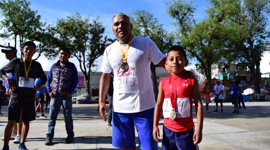 Tlaxiaco festeja a los papás en su día haciendo deporte