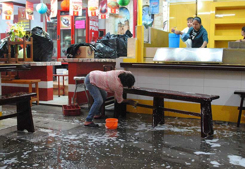 Realizan labores de limpieza en mercados de Oaxaca | El Imparcial de Oaxaca