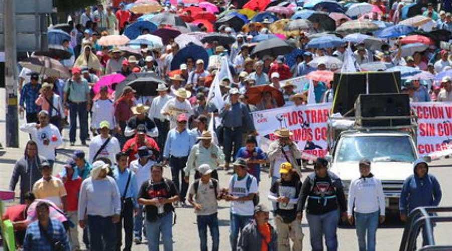 Profesores de la Mixteca se sumaron a la marcha masiva estatal en la capital de Oaxaca | El Imparcial de Oaxaca