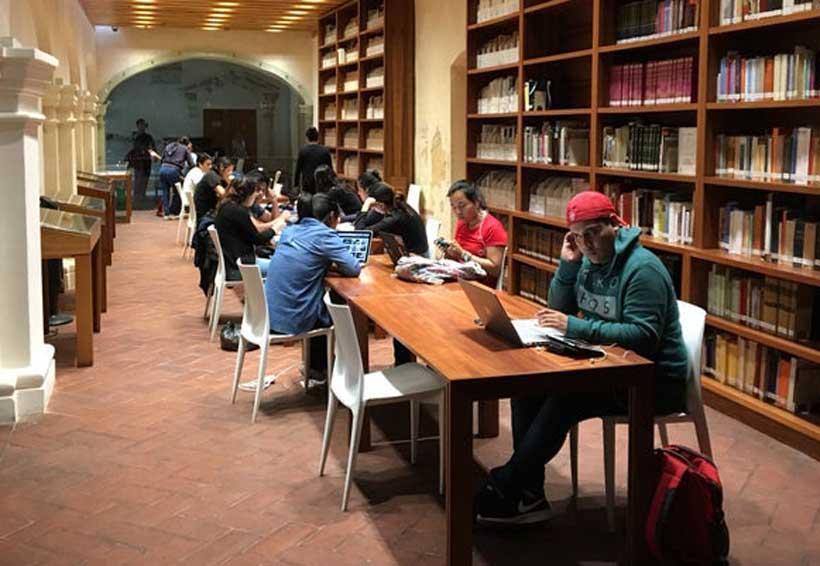 Donaciones amplían acervo de la Biblioteca Juan de Córdova