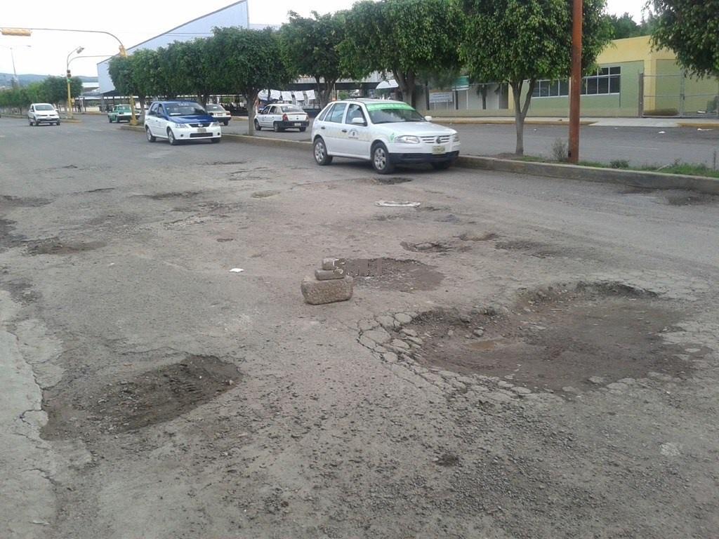 En Huajuapan un bache casi le cuesta la vida a joven | El Imparcial de Oaxaca