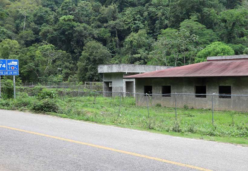 Inconclusa obra del centro de salud en Candelaria Loxicha, Oaxaca