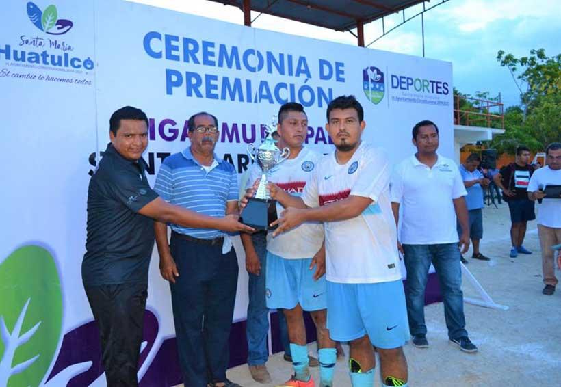 """""""Transporte"""" se coronan en el Torneo de Futbol Tercera Fuerza"""