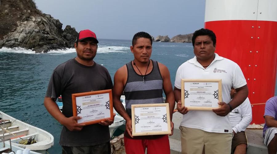 Conmemoran Día de la Marina en Puerto Ángel y Huatulco
