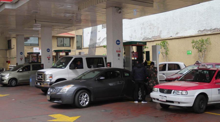 Video: Taxista se va sin pagar, después de cargar gasolina | El Imparcial de Oaxaca