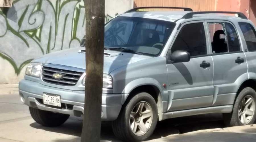 Cristalean camioneta a pocos metros de la policía | El Imparcial de Oaxaca