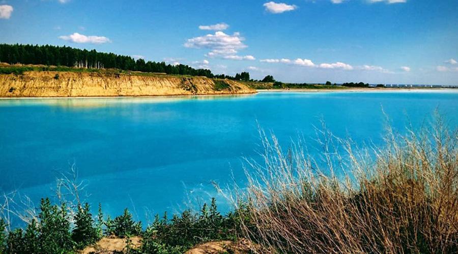 Las apariencias engañan: un vertedero tóxico que instagramers han pensado es un lago cristalino | El Imparcial de Oaxaca