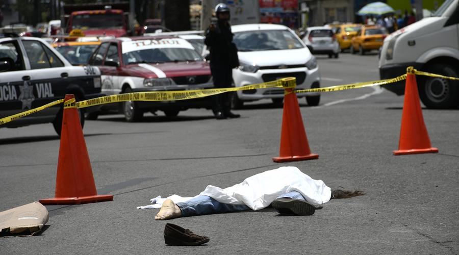 Conductor de urbano huye luego de atropellar y matar a mujer