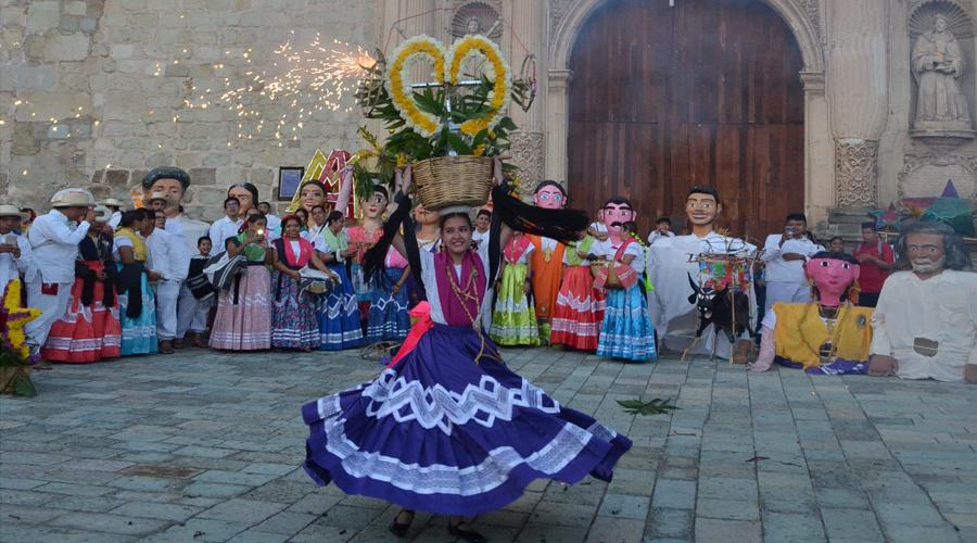 Lucen las Chinas Oaxaqueñas de Doña Genoveva Medina