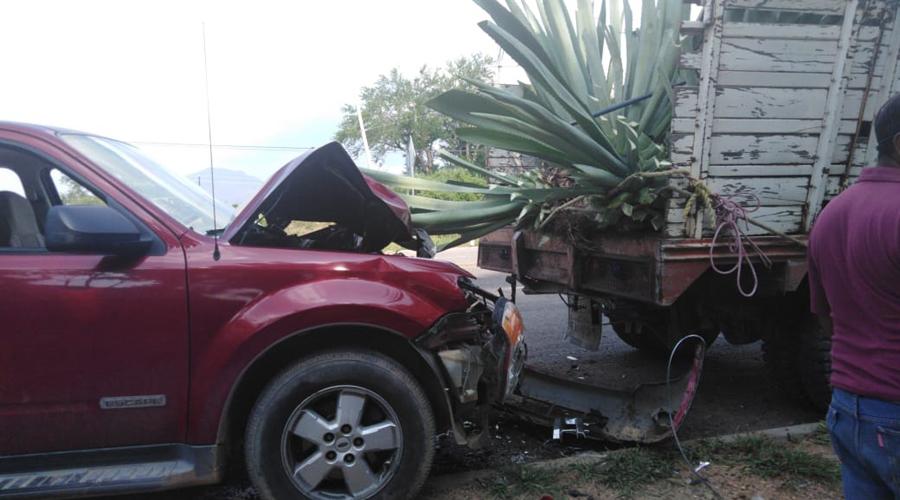 Se incrusta detrás de camioneta magueyera en Ocotlán de Morelos | El Imparcial de Oaxaca