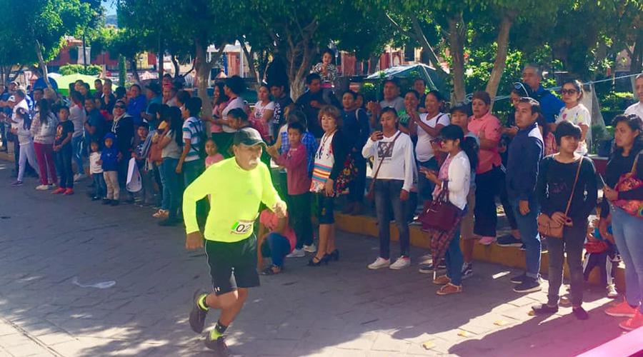 Corren la carrera Indio de Nuyoó en Huajuapan