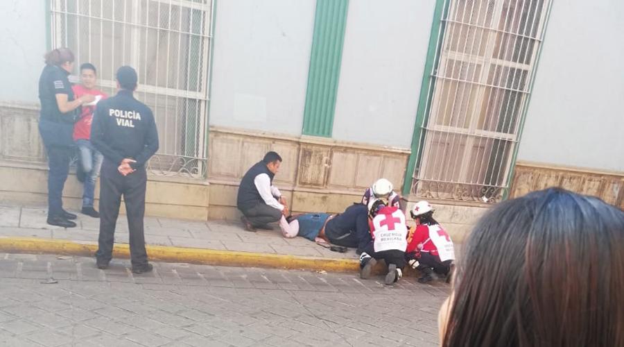Motociclista derrapa en calle del centro histórico