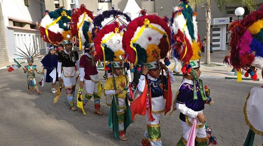 Niños danzantes de la Pluma se presentan en Marruecos