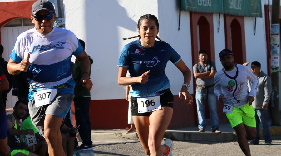 Vuela Javier Hernández en la Media Maratón