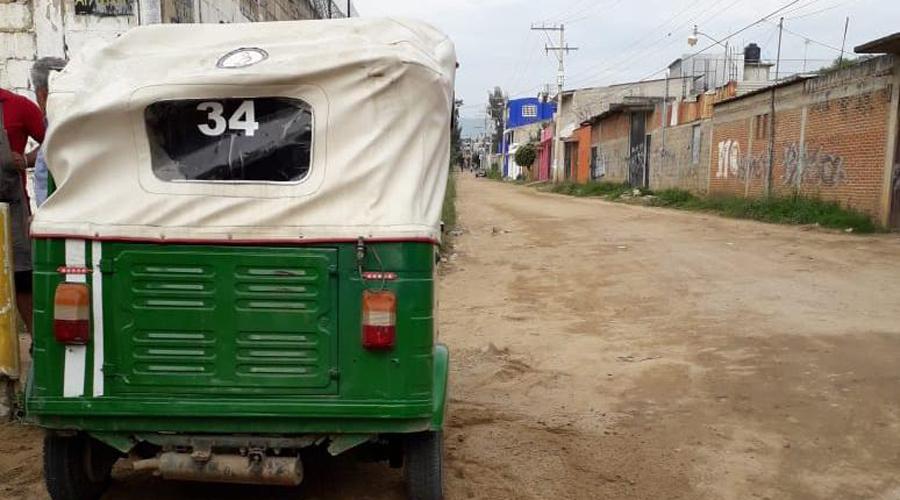 Mototaxista vuelca su unidad en Santa María Atzompa | El Imparcial de Oaxaca
