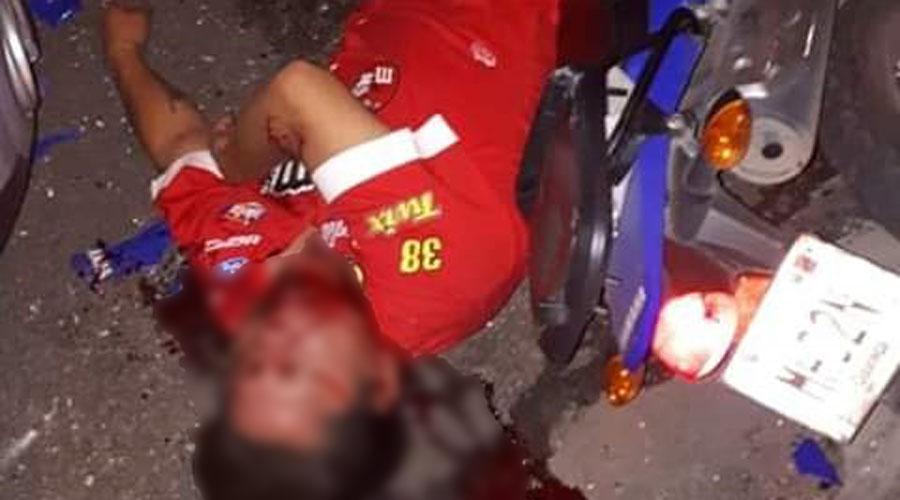Grave tras estamparse contra una camioneta en la colonia Reforma