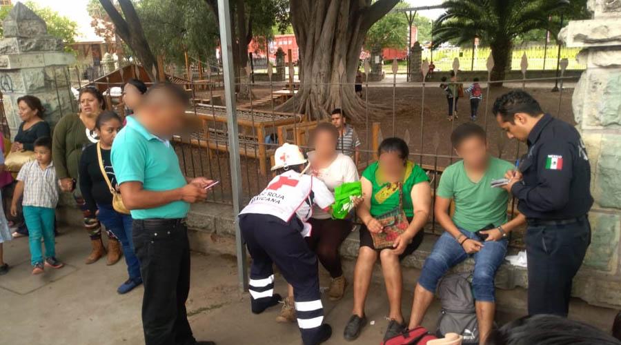 Taxista impacta su auto contra urbano en Calzada Madero