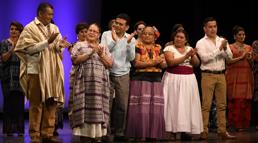 Ofrecen desfile de huipiles a beneficio de Yucuná