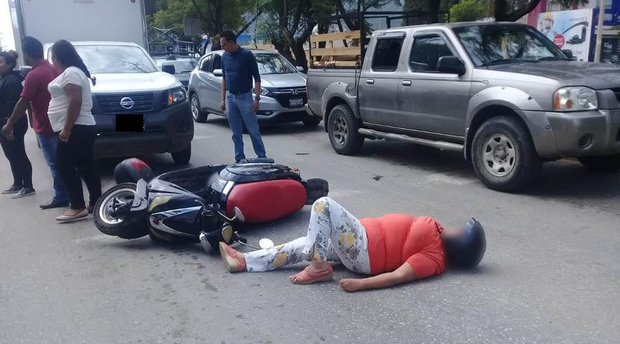 Mujer es arrollada en su motoneta en Avenida Ferrocarril | El Imparcial de Oaxaca