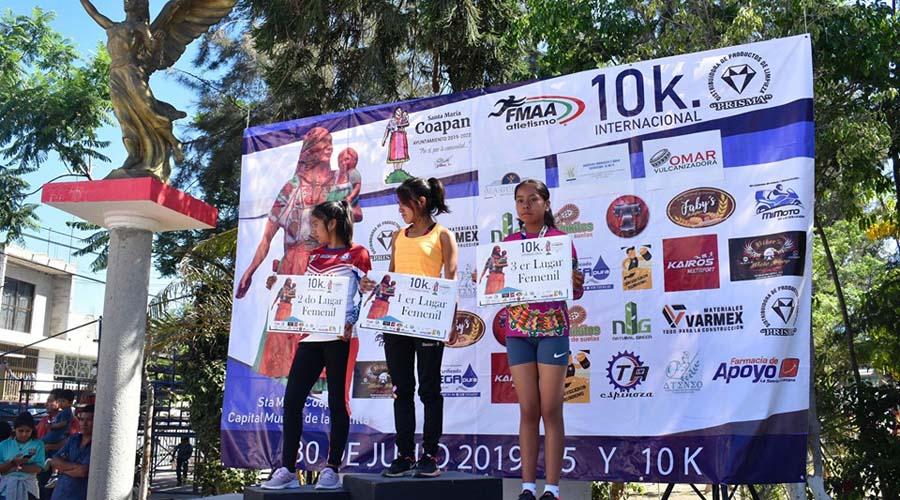 Mixtecos corren en la Carrera Internacional Coapan 2019
