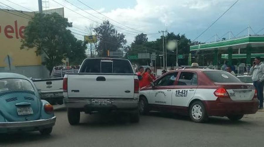 Choque en Montoya deja daños materiales | El Imparcial de Oaxaca
