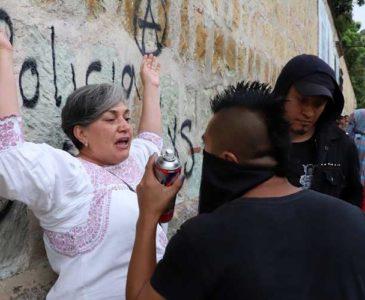 Araceli García: Si pintar paredes cambiara cosas en Oaxaca, sería la primera en hacerlo