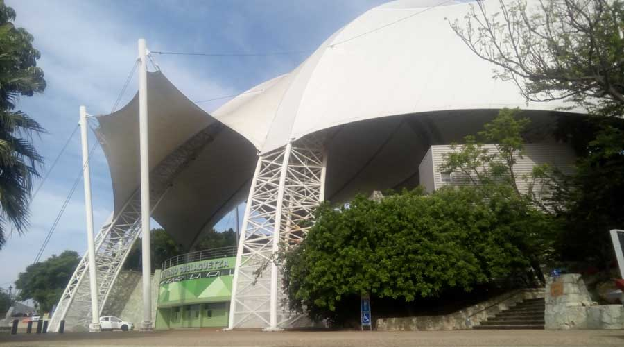 Auditorio Guelaguetza, con  algunos daños materiales