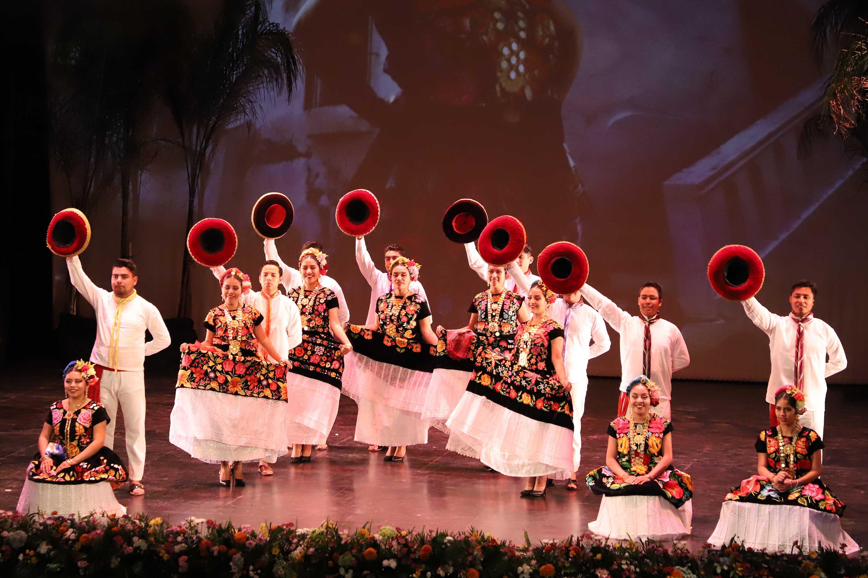 """Presentan """"Guelaguetza Morena"""" en el Teatro Macedonio Alcalá"""