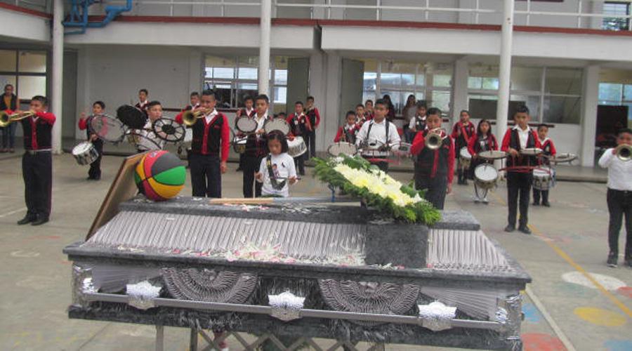 Dan el último adiós a profesor de secundaria en zona mazateca