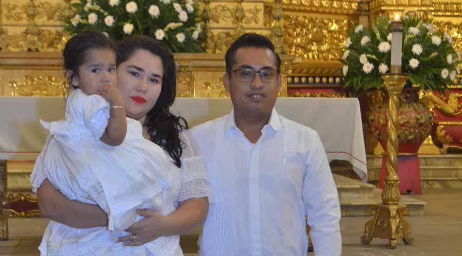 Andrea Victoria recibió el sacramento del Bautismo