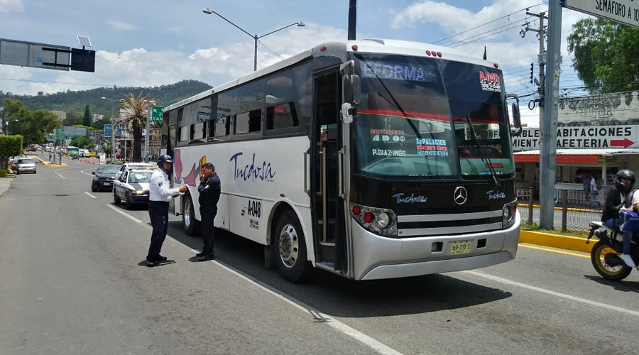 Transporte público, un peligro para peatones en Oaxaca | El Imparcial de Oaxaca