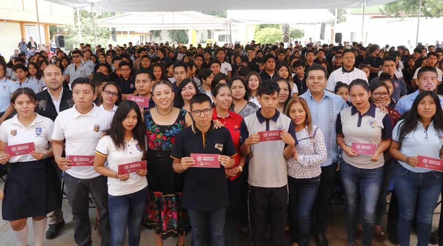 Entregan 966 becas Bienestar a estudiantes de la UABJO | El Imparcial de Oaxaca