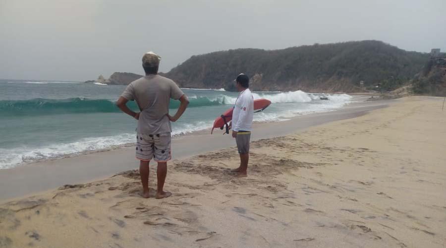 Edil de Tonameca abandona a salvavidas