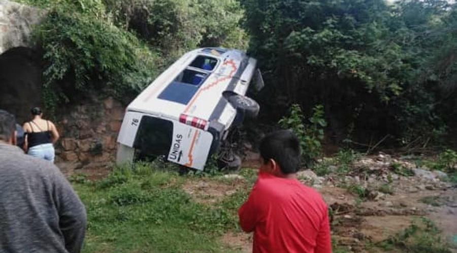 Vuelca camioneta con pasajeros en Barranca Larga | El Imparcial de Oaxaca