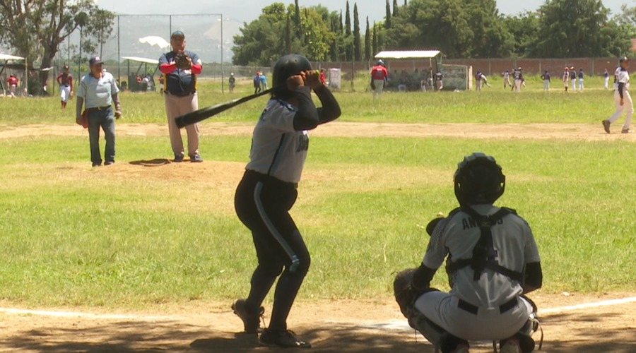 Forman primera liga de béisbol femenil en Oaxaca