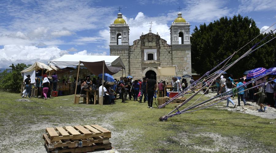 Fiesta de color y música en Las Peñitas, Reyes Etla