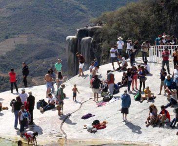 Veta Roaguía a dos empresas turísticas en Hierve el Agua