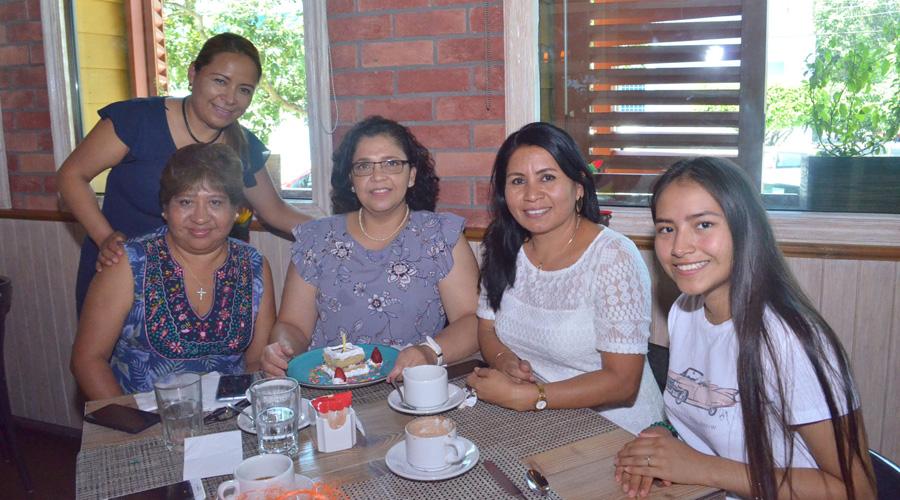 Lucy recibe buenos deseos de sus amigas por su cumpleaños | El Imparcial de Oaxaca