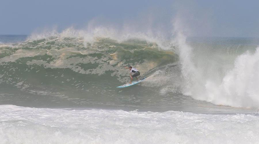 Domaron las olas en Puerto Escondido