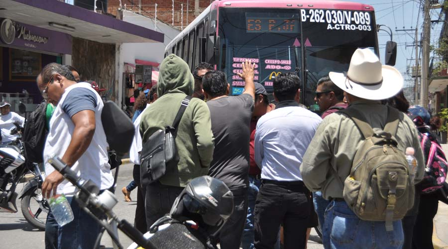 "Por ""bono de no actuación"", STEUABJO bloquea calles del centro histórico"