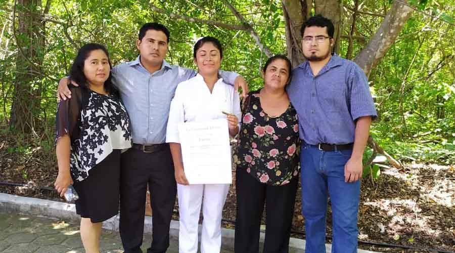 Inés Guadalupe  se gradúa